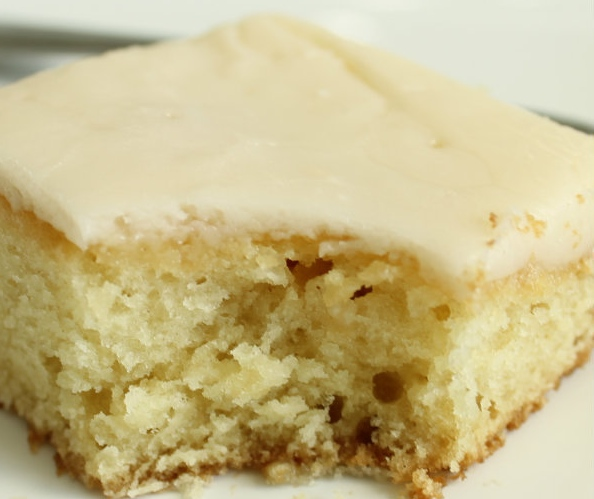White-Texas-Sheetcake.-Mmmm-my-favorite-Recipe-on-lilluna.com-